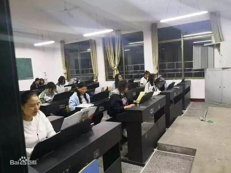 长沙市湘华中等职业学校教室