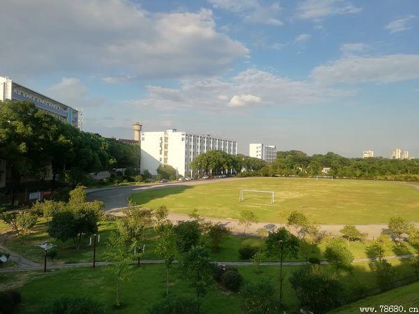 湘潭科技职业技术学校校园一角
